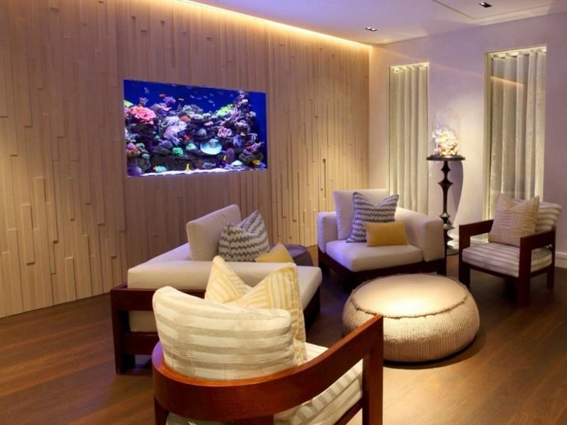 Встроенный аквариум органично вписывается в дизайн квартиры