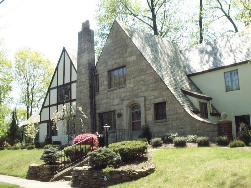 Красивый фасад дома в английском стиле фото