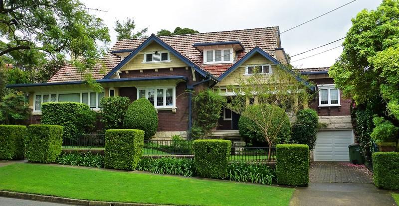 дом в английском стиле с гаражом