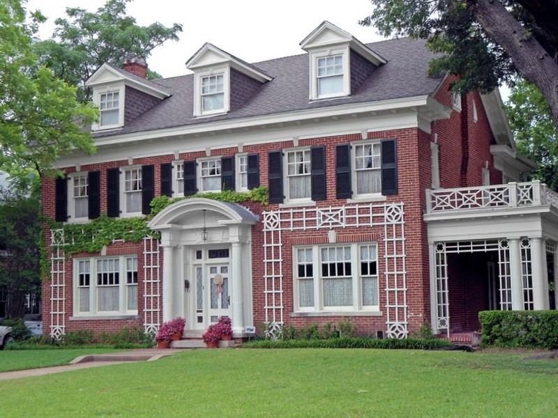 дом в английском стиле из красного кирпича
