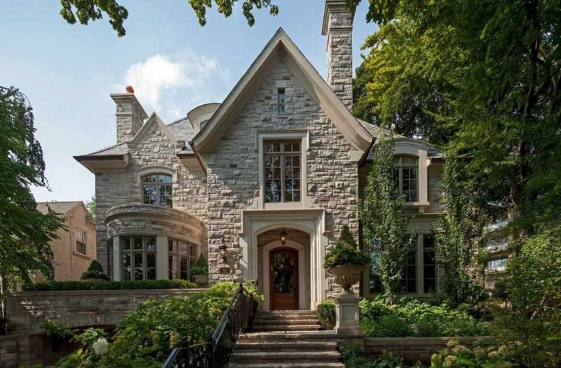 Небольшой двухэтажный дом в английском стиле