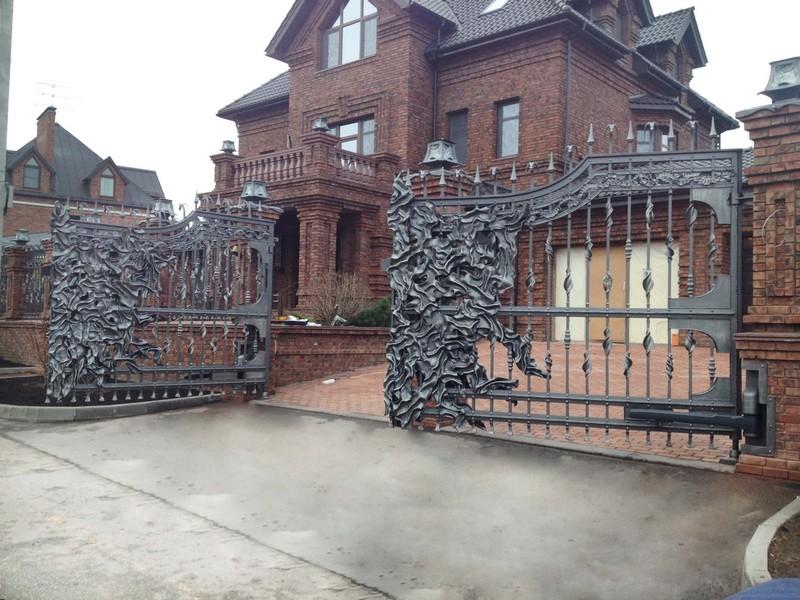 Распашные кованые ворота фото