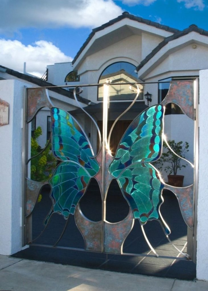 Ворота с бабочкой