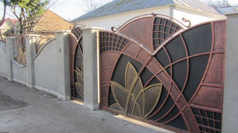 Стильные железные ворота