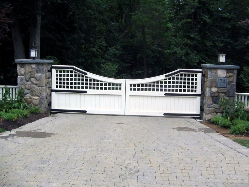 Распашные ворота для частного дома
