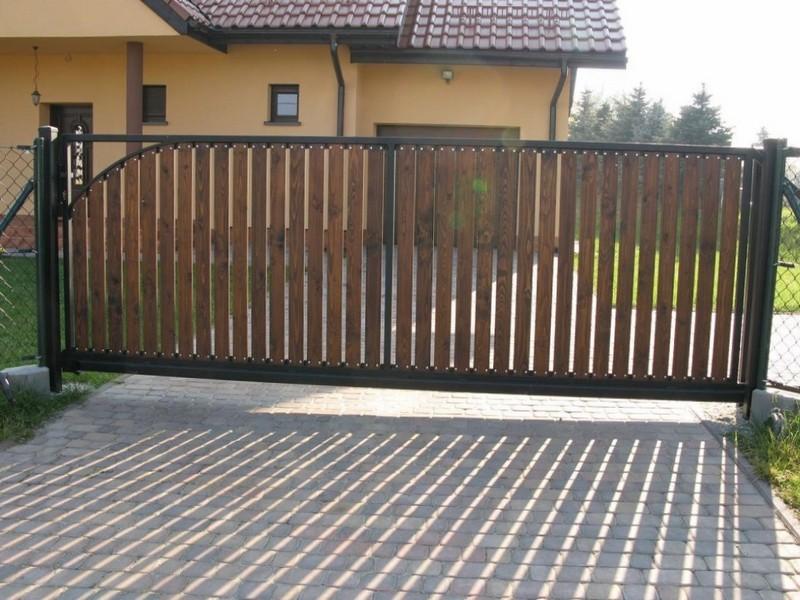 Ворота из деревянного штакетника