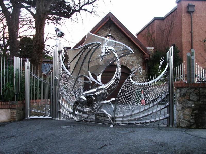 Сказочные ворота с драконом