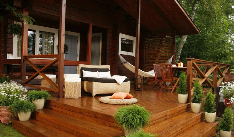 Терраса частного дома с гамаком