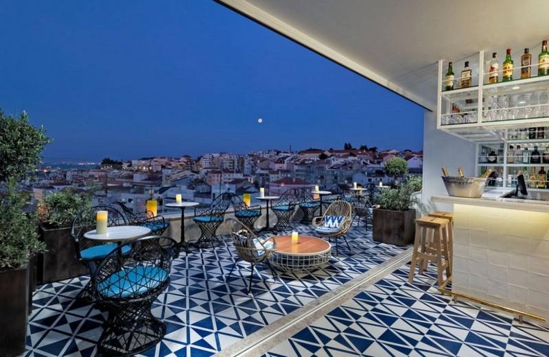 Летняя терраса в кафе с прекрасным видом на город