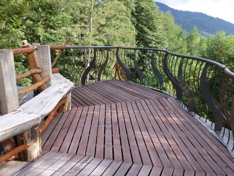Небольшая терраса с прекрасным видом на горы