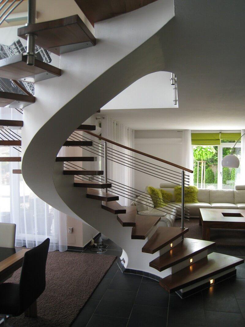 Современная винтовая лестница на второй этаж с подсветкой