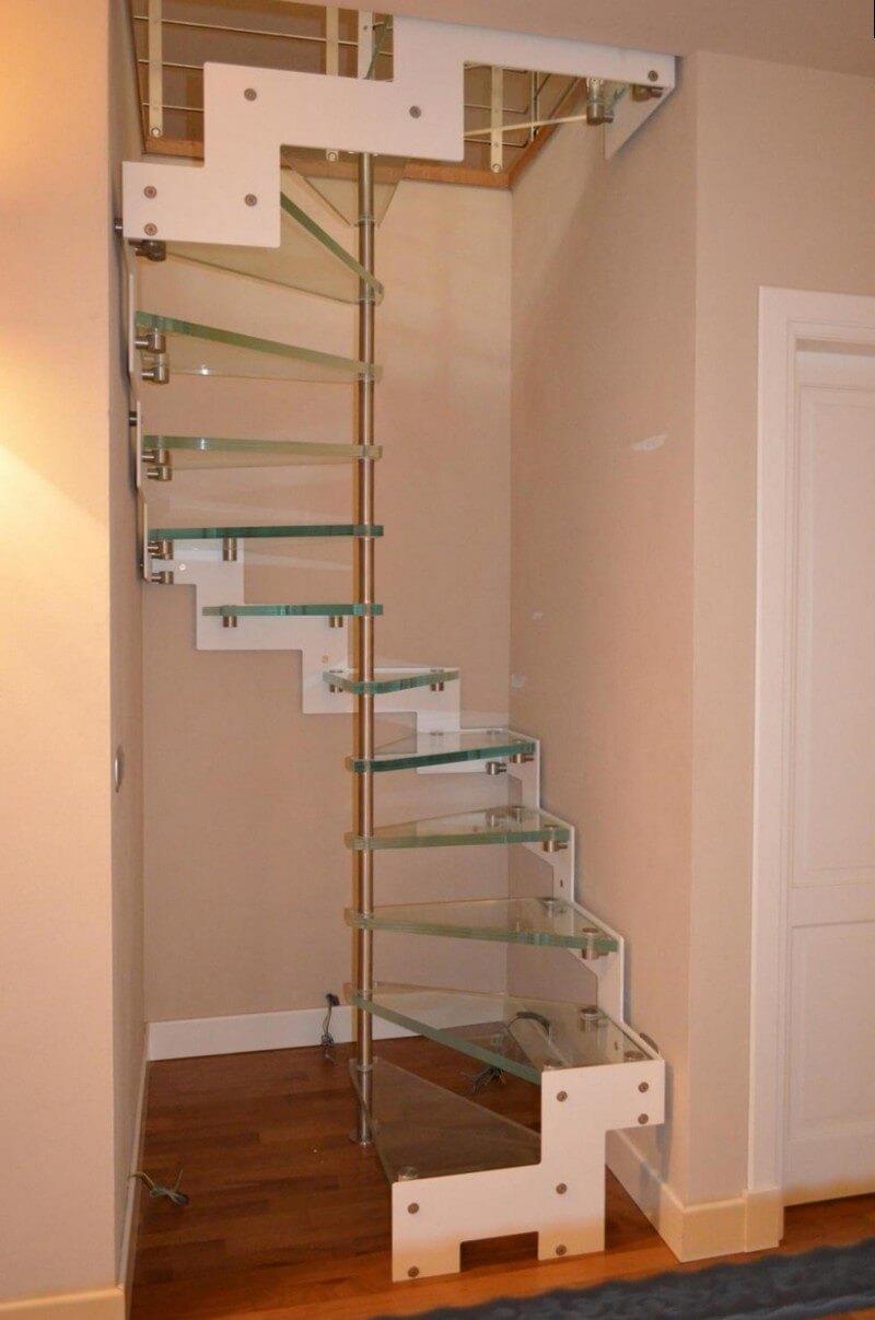 Лестница со ступенями из оргстекла