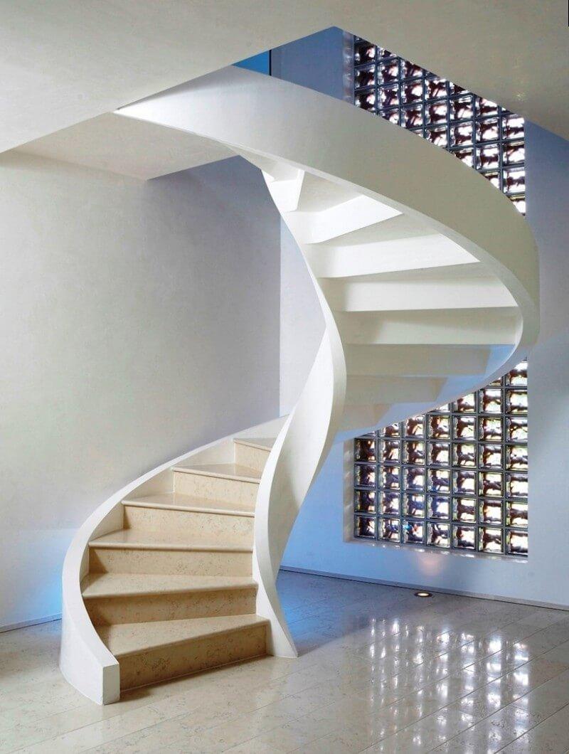 Монолитная винтовая лестница