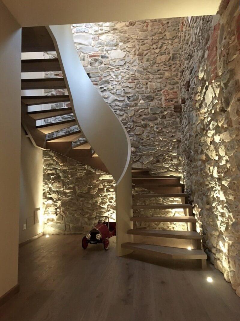 Прекрасное дизайнерское решение для лестницы