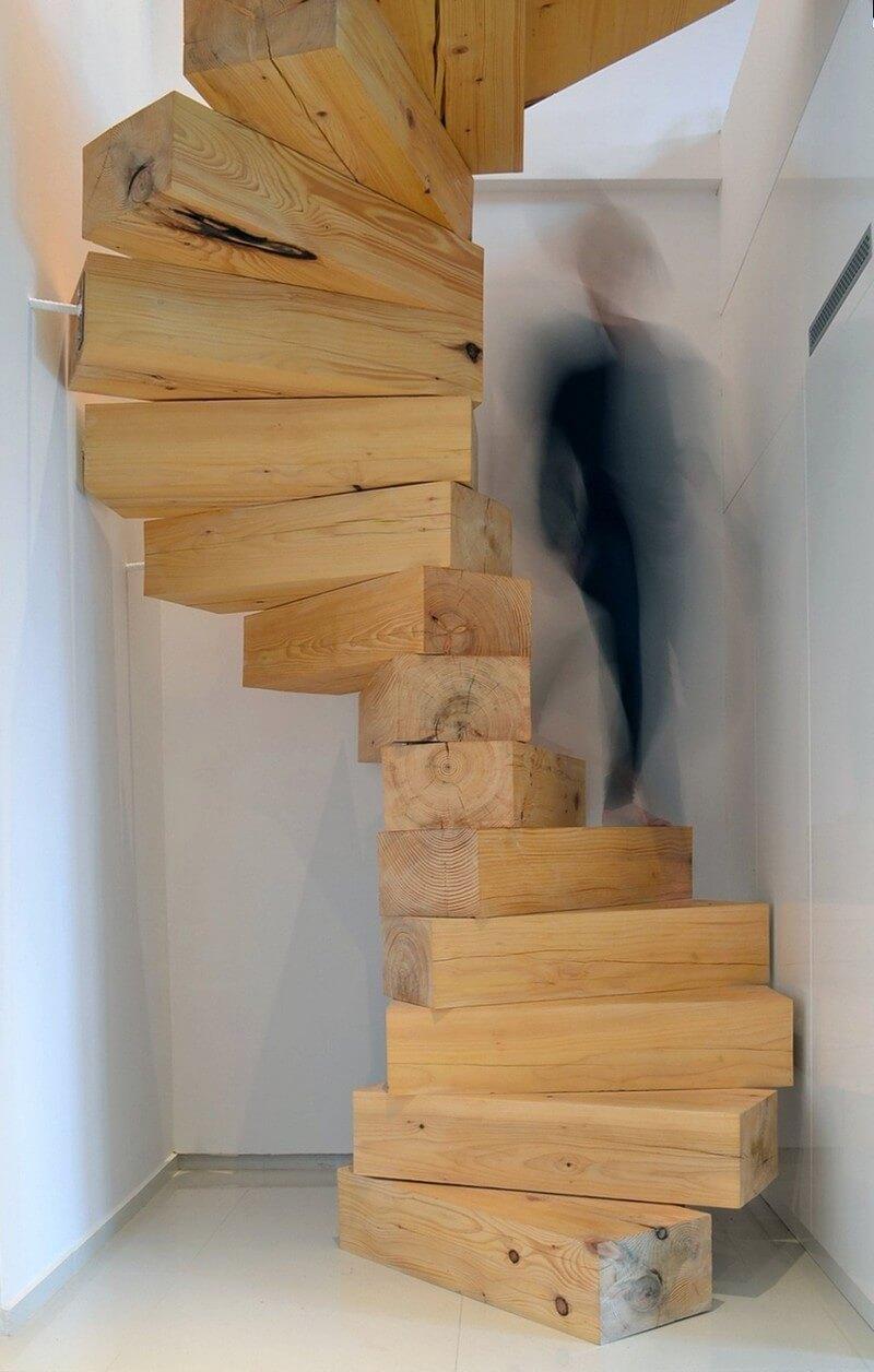 Спиральная лестница из соснового бруса