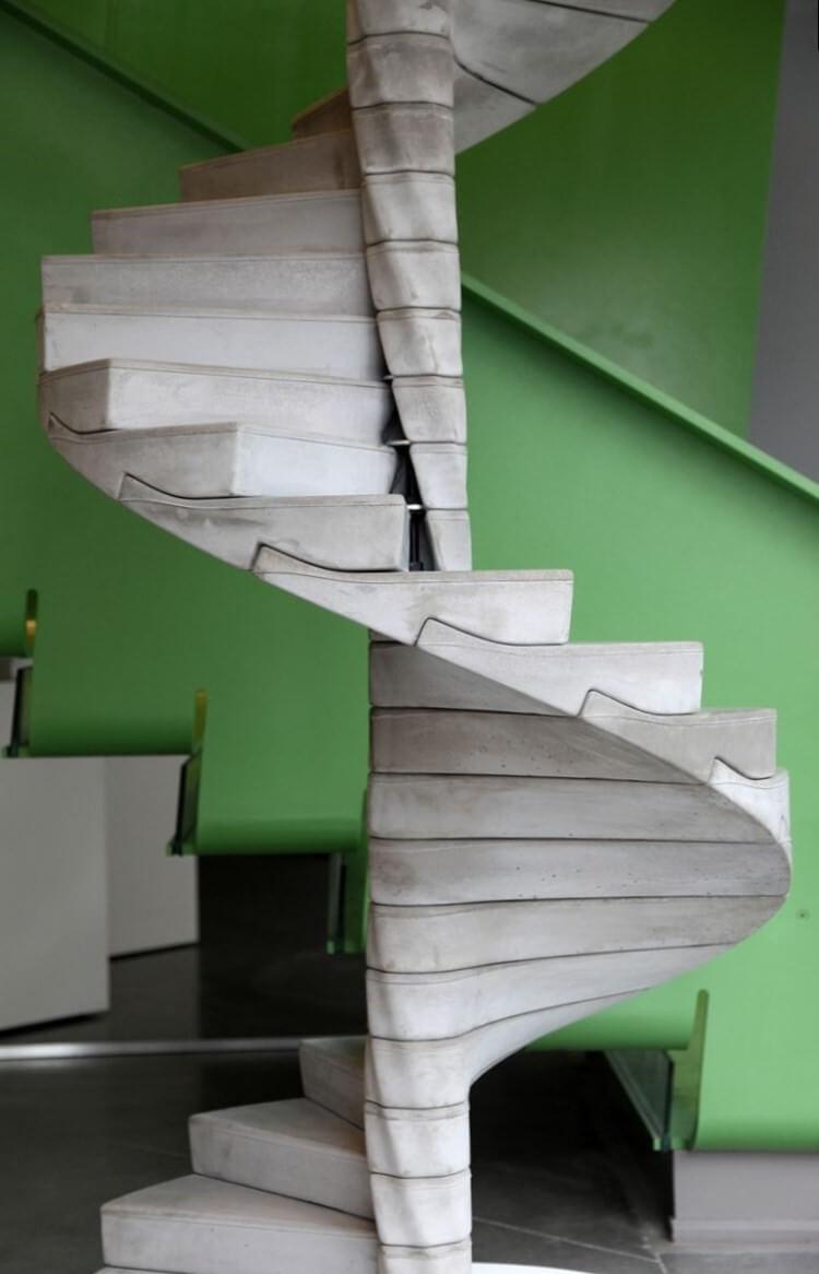 Спиральная бетонная лестница