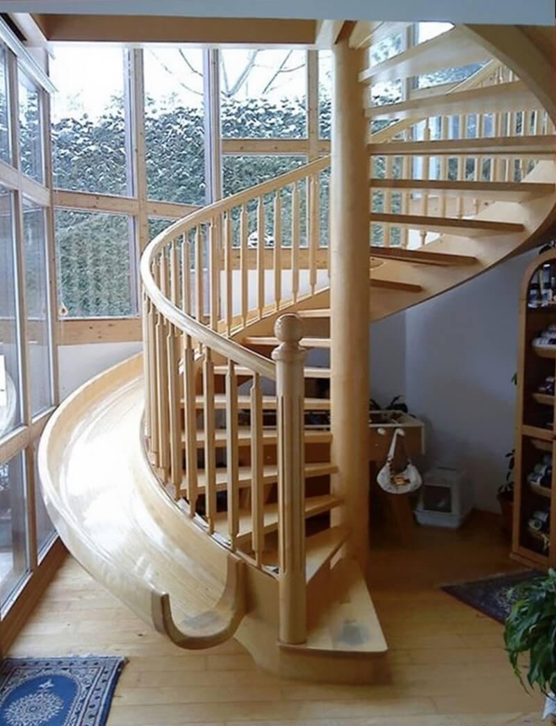 Деревянная винтовая лестница на второй этаж с быстрым спуском