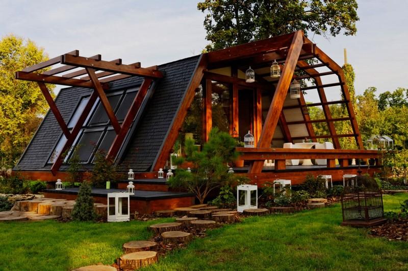 Деревянный домик необычной формы