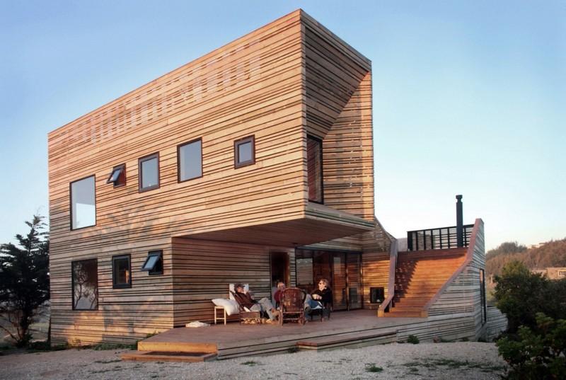 Красивый современный дом из дерева