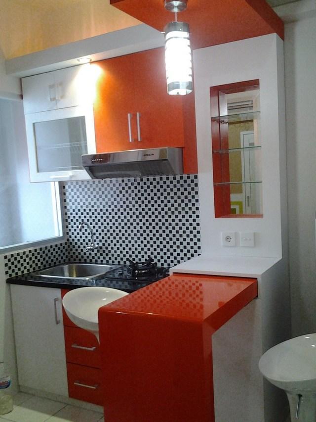 Яркая кухня в стиле хай тэк
